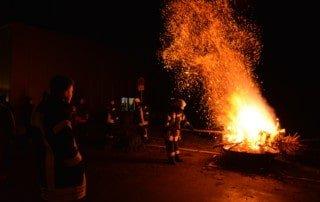 7. Weihnachtsbaum brennen 1